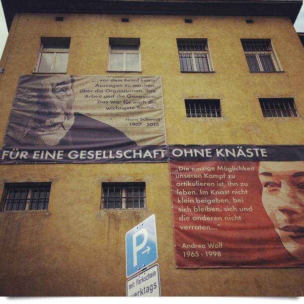 Klapperfeld-Wandbild: Für eine Gesellschaft ohne Knäste (Solikommitee Frankfurt)